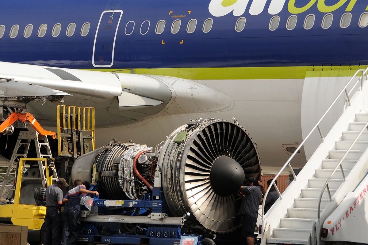 The second life of aircraft. Recycling of airplanes.